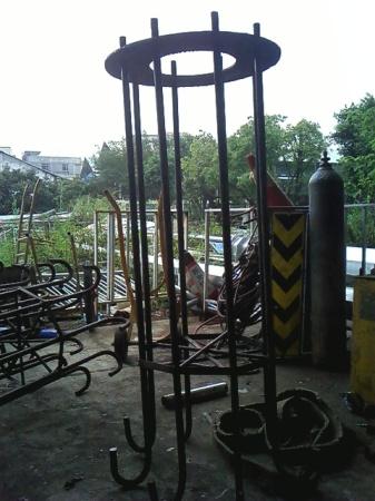 立柱广告牌预埋件结构图片